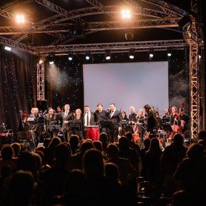 """Концертът на Хилда Казасян """"Да послушаме кино"""" с Плевенската филхармония – музикален празник за Плевен!"""