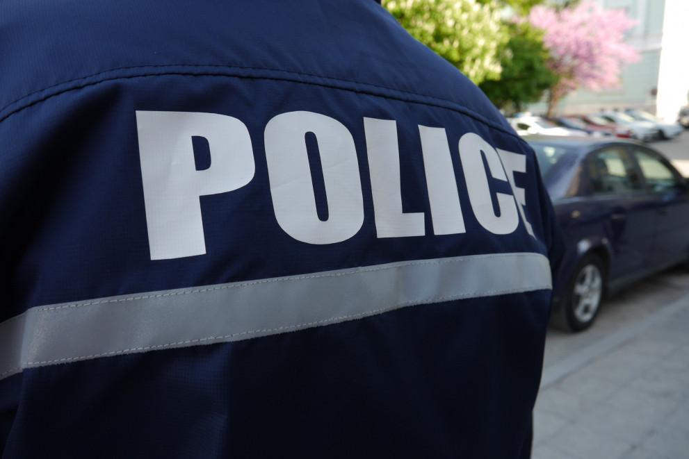 Задържаха три крадли, задигнали стоки от хипермаркет в Плевен