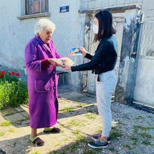 Възрастни хора от община Кнежа получиха козунаци в навечерието на Великден