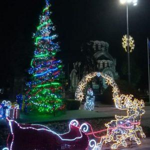 Грейнаха светлините на коледната елха в Плевен
