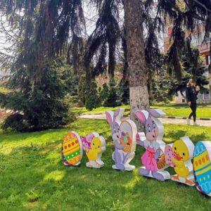 Кнежа е с празнична украса за Великден /снимки/