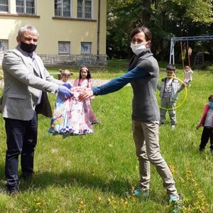 С подаръци зарадваха малчуганите в детските градини и социалните заведения в община Пордим